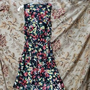 Floral bebop size S dress has two front pockets
